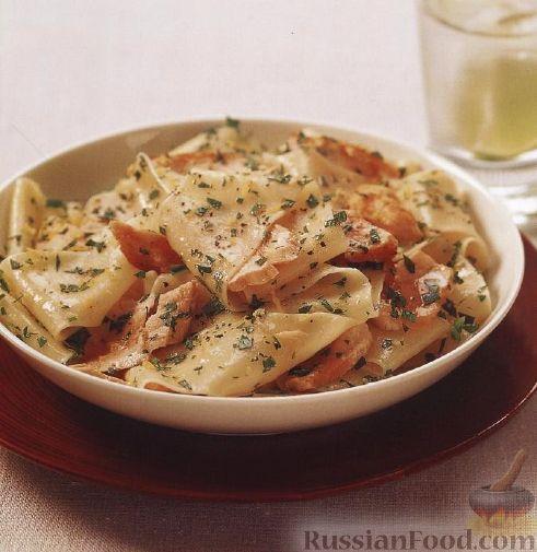 Рецепт Паста паппарделле (широкая лапша) с семгой и гремолатой