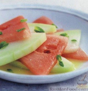 Фото к рецепту: Арбуз и дыня с водкой и апельсиновым соком