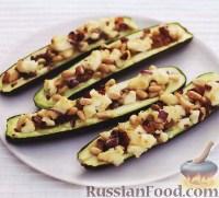 Фото к рецепту: Цуккини с изюмом, орешками и сыром