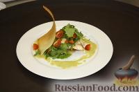Фото к рецепту: Камбала с картофелем, руколой, помидорами черри и кремом из спаржи и пастернака