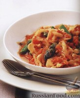 Фото к рецепту: Сырные тортеллини со спаржей и помидорами