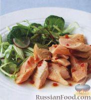 Фото к рецепту: Копченая форель и зеленый салат с заправкой из перца чили и сока лайма