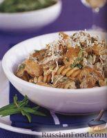 Фото к рецепту: Паста фузилли (макароны-спиральки) с курицей и грибами