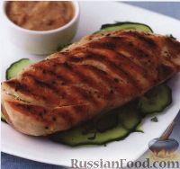 Фото к рецепту: Жареная на гриле курица под соусом для сатэ