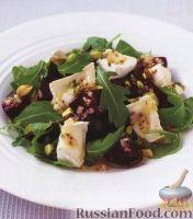 Фото к рецепту: Салат из свеклы, сыра, орешков и рукколы