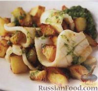 Фото к рецепту: Кальмары с картошкой и соусом песто с кинзой