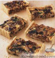 Фото к рецепту: Открытый пирог с грибами, орехами и шпинатом
