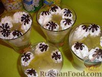 Фото к рецепту: Ревеневый кисель со сливками