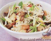 Фото к рецепту: Рисовая лапша с мясом и креветками