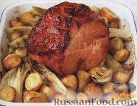 Фото к рецепту: Запеченный окорок с картофелем и эндивием (салатным цикорием)