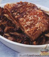 Фото к рецепту: Грудинка свиная с картофелем и луком