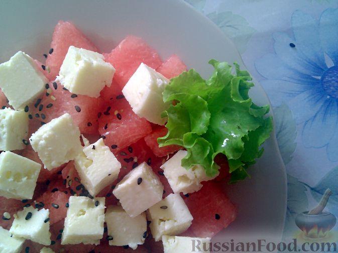 Фото к рецепту: Салат из арбуза и брынзы