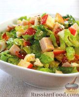 Фото к рецепту: Салат из индейки, яблок, бекона и голубого сыра