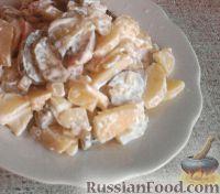Фото к рецепту: Картофельный салат с колбасой и огурцами