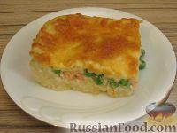 Фото к рецепту: Картофельная запеканка с лососем и зеленым горошком