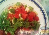 Фото к рецепту: Овощной салат с брынзой и арахисом