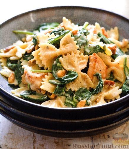 Рецепт Паста с курицей и шпинатом под сливочным соусом