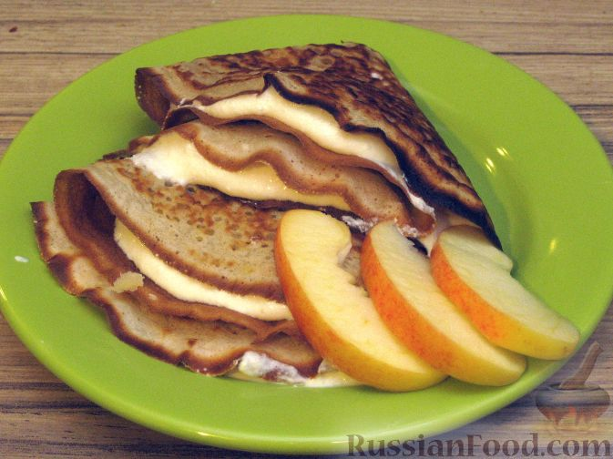 Рецепт Блины на кефире с крем-сыром и яблоками