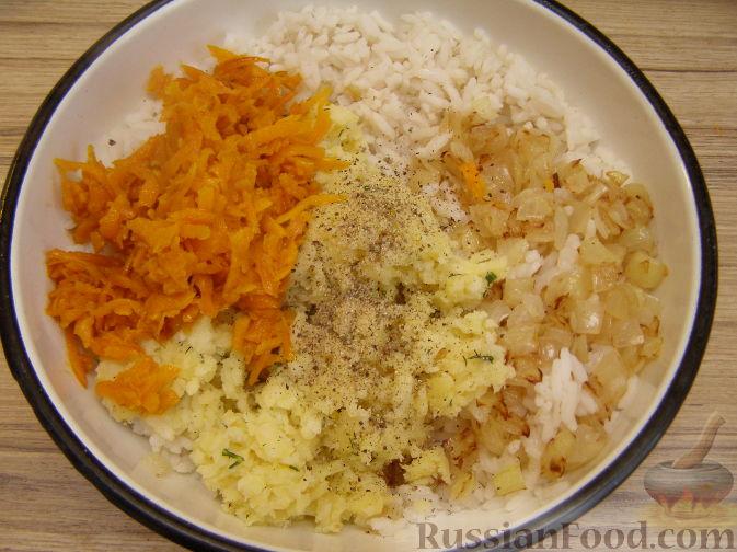 Фото приготовления рецепта: Салат из краснокочанной капусты с яблоком, имбирём и медово-горчичной заправкой - шаг №7