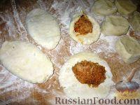 Фото приготовления рецепта: Картофельные язычки с капустой - шаг №2