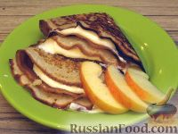Фото к рецепту: Блины на кефире с крем-сыром и яблоками