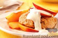 Фото к рецепту: Песочные пирожные с фруктами и медовым соусом