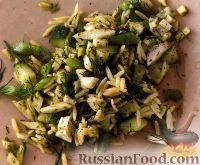 Фото к рецепту: Салат из стручковой фасоли с огурцом, фенхелем и пастой орцо