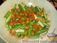 """Фото приготовления рецепта: Гарнир """"Цуккини и помидоры"""" - шаг №5"""