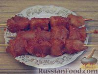 Фото приготовления рецепта: Куриный шашлычок в красном маринаде - шаг №6
