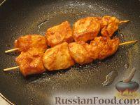 Фото приготовления рецепта: Куриный шашлычок в красном маринаде - шаг №8