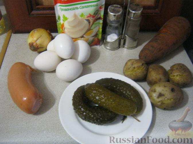 """Фото приготовления рецепта: Оливье """"Шапка деда Мороза"""" - шаг №1"""