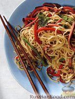 Фото к рецепту: Салат из китайской лапши с овощами и птицей
