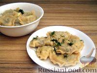 Фото к рецепту: Вареники с картошкой и жареными грибами