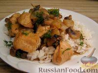 Фото к рецепту: Куриное филе, тушенное с шампиньонами