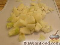 Фото приготовления рецепта: Куриное филе, тушенное с шампиньонами - шаг №3