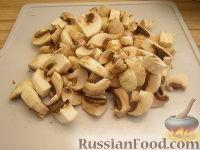 Фото приготовления рецепта: Куриное филе, тушенное с шампиньонами - шаг №5