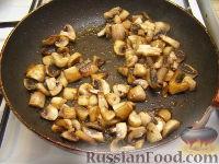 Фото приготовления рецепта: Куриное филе, тушенное с шампиньонами - шаг №6