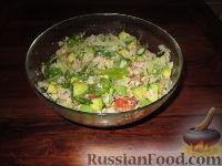 Фото к рецепту: Салат с авокадо, грейпфрутом и крабовым мясом