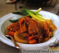 Фото к рецепту: Кролик, тушенный с овощами в духовке