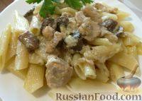 Фото приготовления рецепта: Куриная грудка, жаренная с грибами - шаг №9