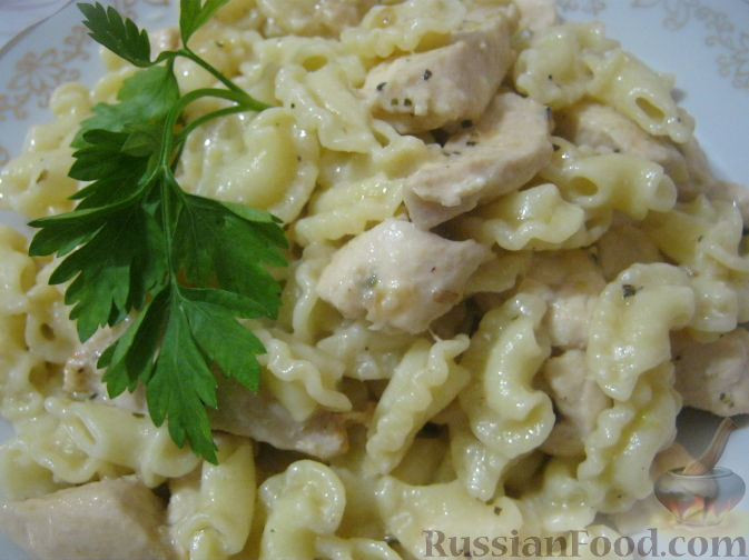 Рецепт Паста c куриной грудкой под сливочным соусом