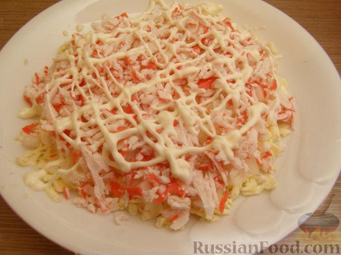 Фото приготовления рецепта: Нежный крабовый салат - шаг №8