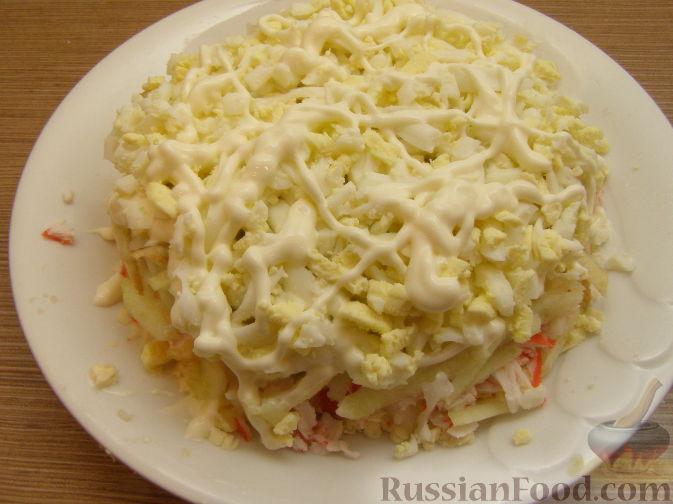 Фото приготовления рецепта: Нежный крабовый салат - шаг №12