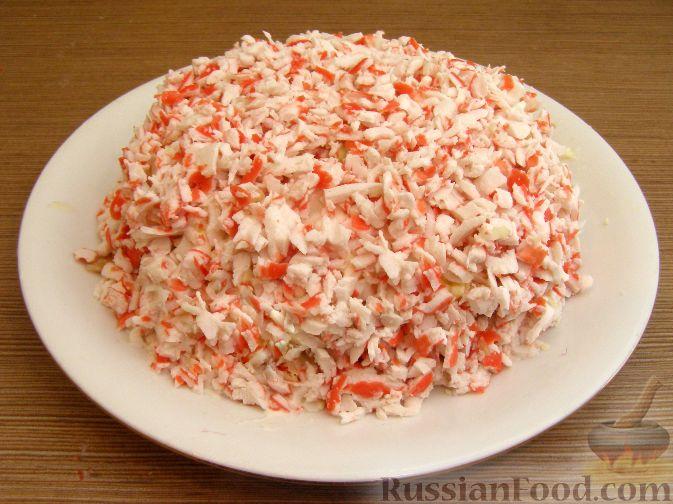 Фото приготовления рецепта: Нежный крабовый салат - шаг №13