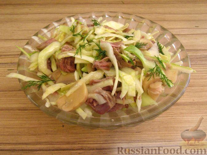 Рецепт Салат из капусты с говядиной и маринованными грибами