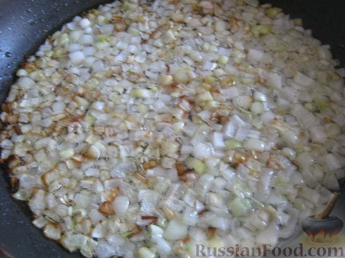 Фото приготовления рецепта: Хлебный омлет с ветчиной, помидорами и сыром - шаг №1