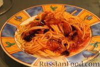 Фото к рецепту: Спагетти с баклажанами в томатном соусе
