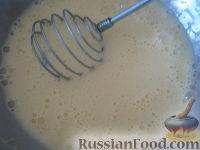 """Фото приготовления рецепта: Оладьи на кефире """"Пышные"""" - шаг №4"""