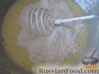 """Фото приготовления рецепта: Оладьи на кефире """"Пышные"""" - шаг №6"""