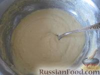 """Фото приготовления рецепта: Оладьи на кефире """"Пышные"""" - шаг №7"""